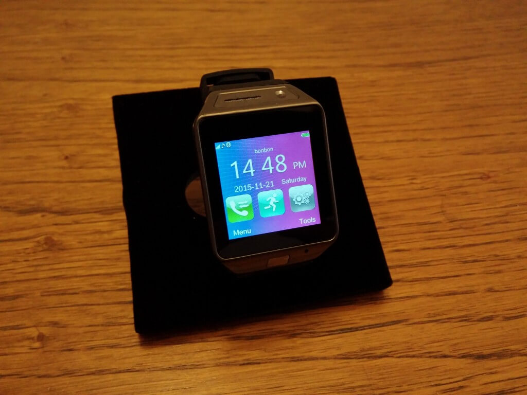 Smartwatch-with-SIM-Card-Slot-MicroSD-Card-Slot