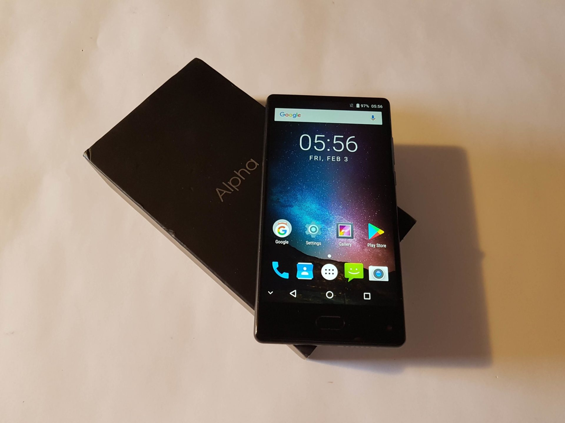 Article photo: MAZE Alpha review 6.0 inch bezel-less smartphone