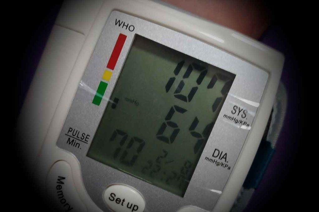 Measuring blood pressure on CK-101S monitor